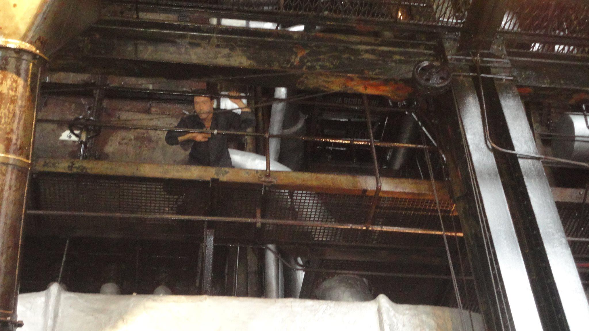 Trabalhador acima da Sala das Caldeiras